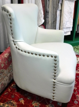 butaca blanca tapizada
