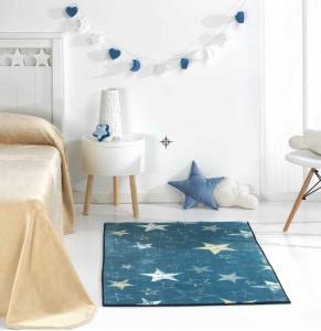 alfombra infantil azul estrellas